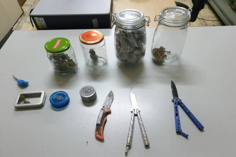αδικήματα της διακίνησης ναρκωτικών και οπλοκατοχής